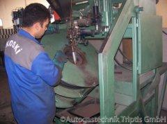 Autogas Tank Teile werden zusammengefügt