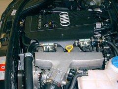 Abbildung des Motorraum des Audi A4 Turbo mit Autogas - Komponenten von Zavoli
